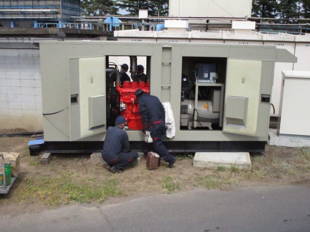 ベテラン整備士の方々も、スカニアエンジン、スタンフォード発電機にはとても興味津々です。。