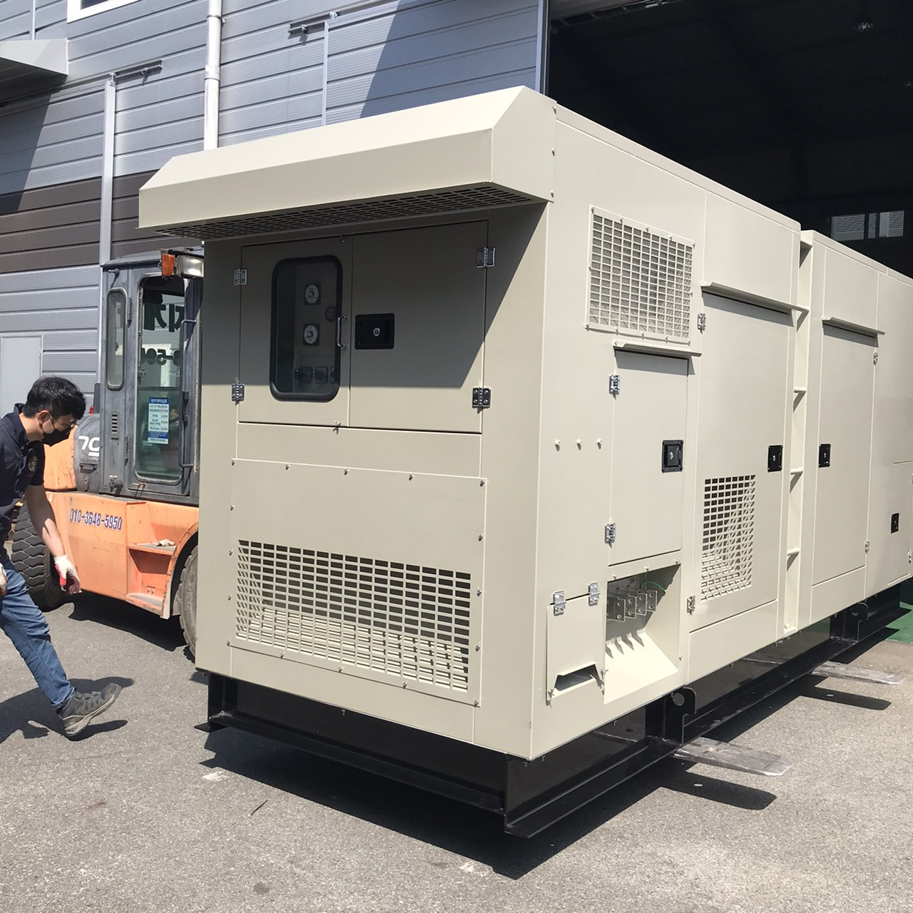移動式発電機KGD500は、仮設でも、ピークカットでも、非常用発電設備としても